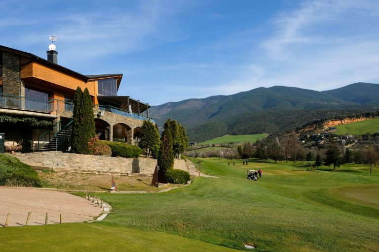 Aravell Golf Club i Restaurant